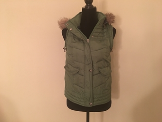 Girls Green Vest with hood by Mossimo Size 12 / 14, Free Shipipng  Girls Green Vest with hood by Mossimo Size 12 / 14,